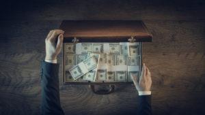 Koffer gevuld met dollars